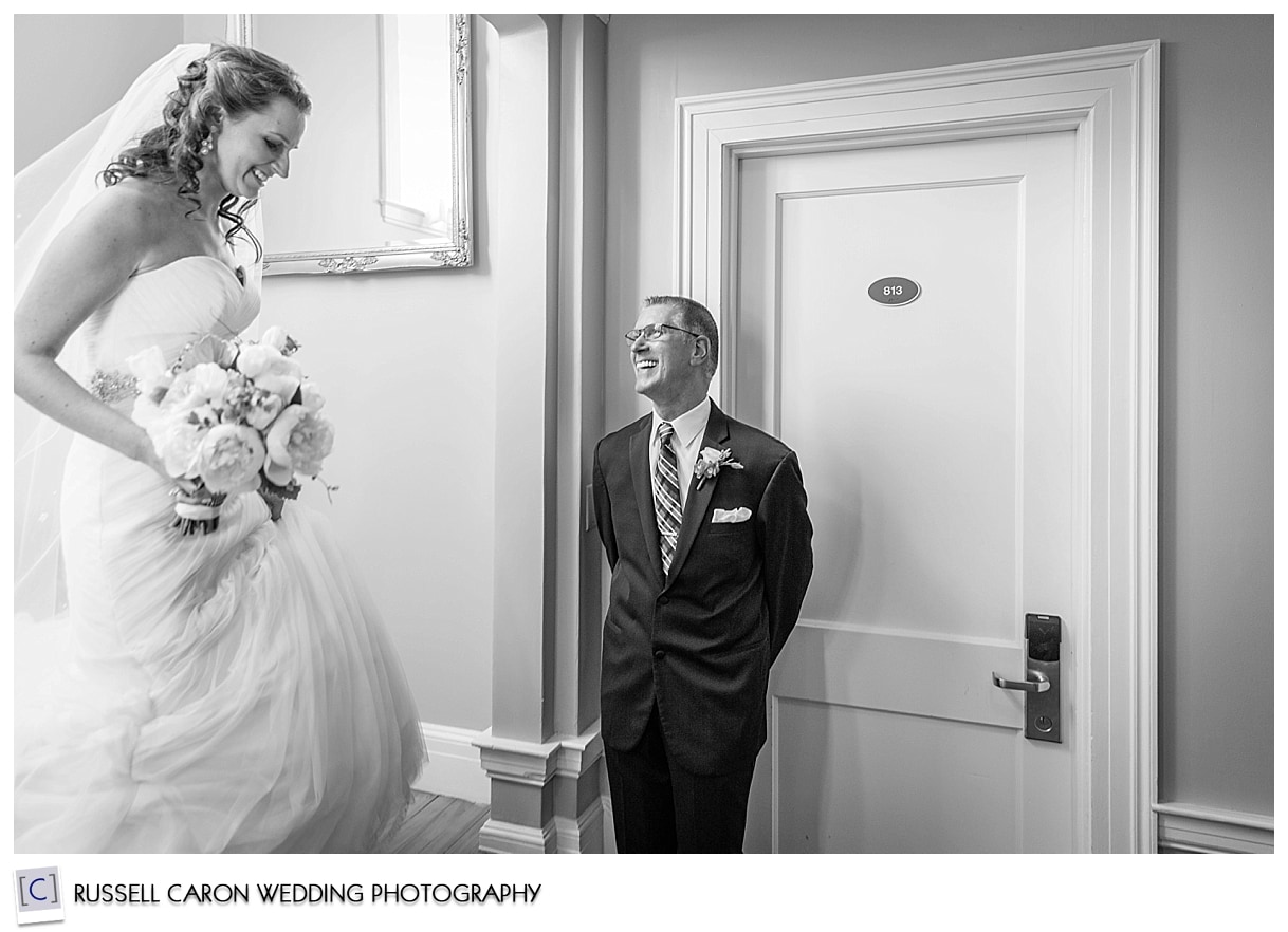 Dad seeing bride for first time