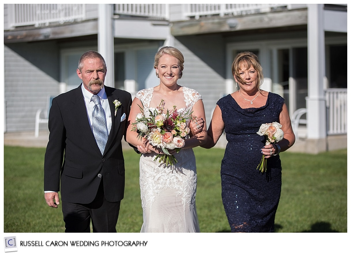 bride-and-parents-during-processional