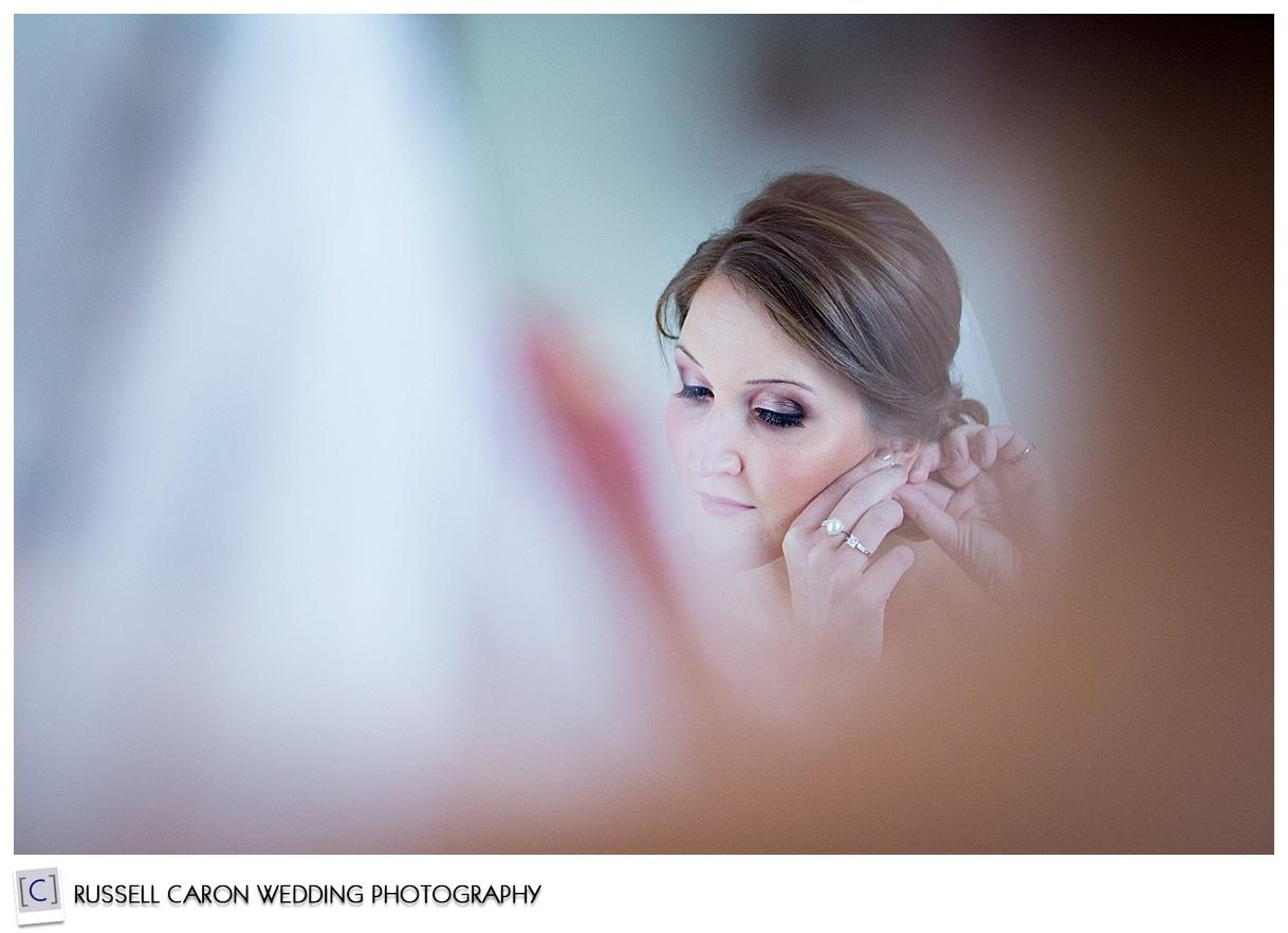 bride-putting-jewelry-on