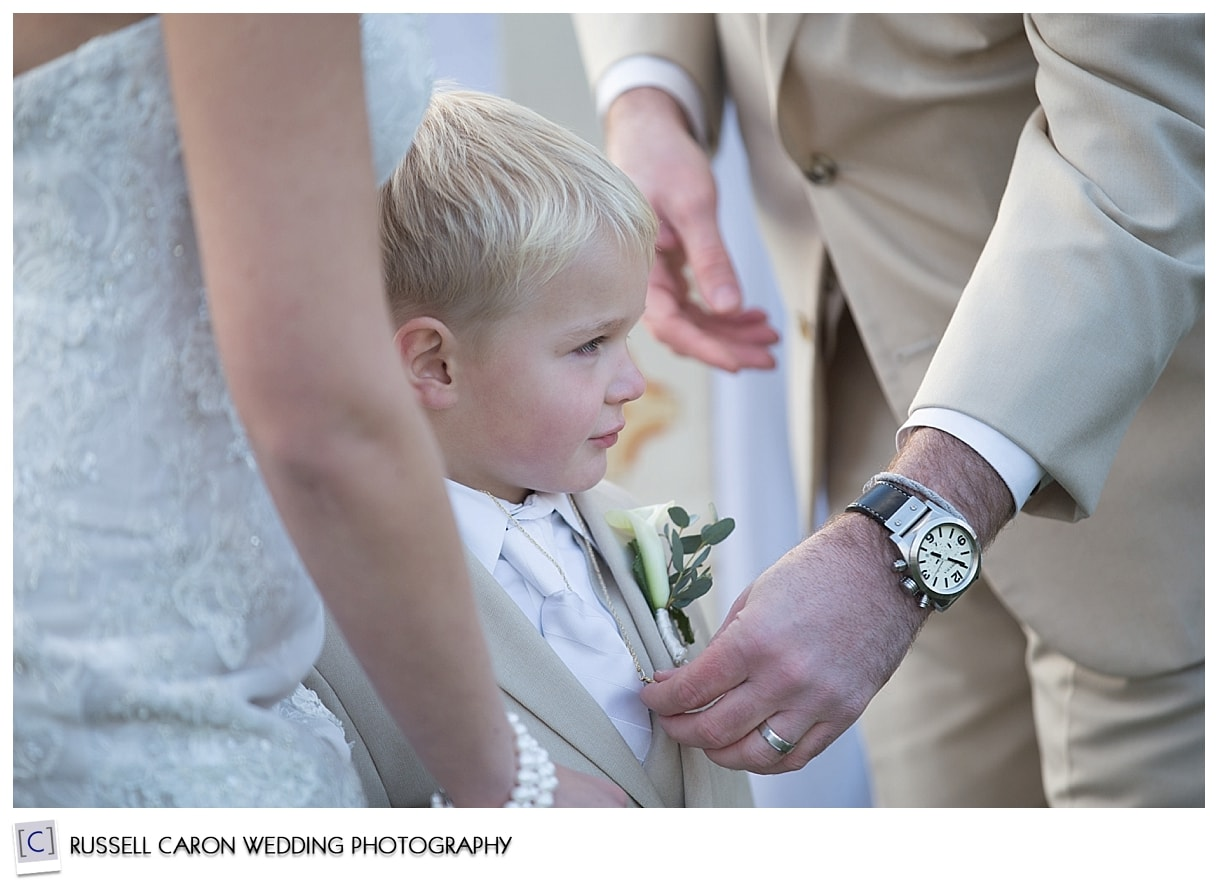 medallion-ceremonh-with-bride-groom-and-son