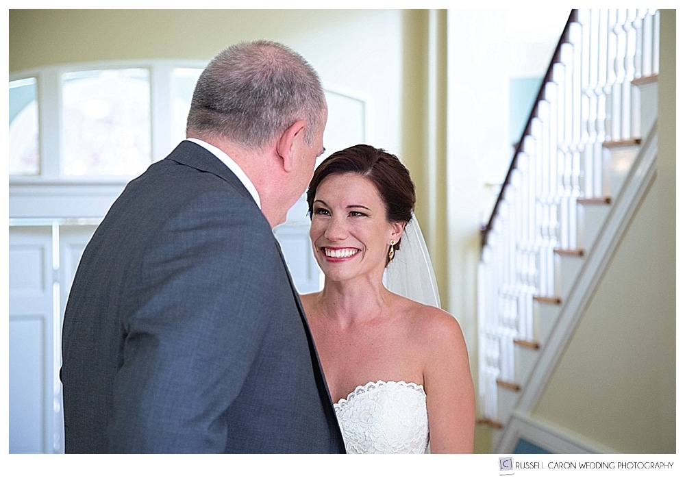 bride and dad have a first look