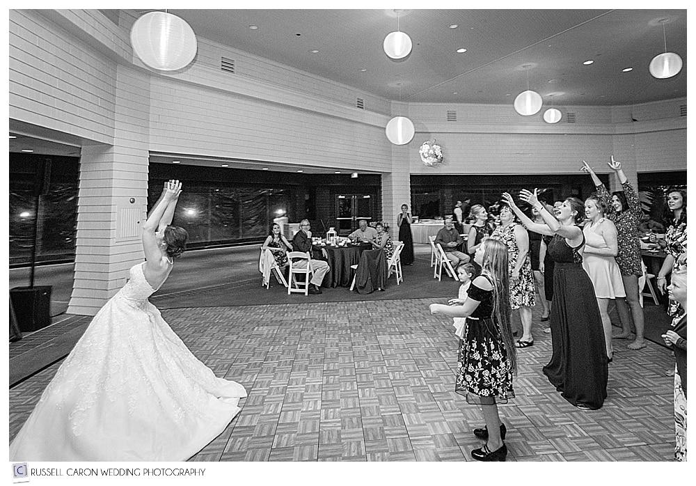 wedding day bouquet toss