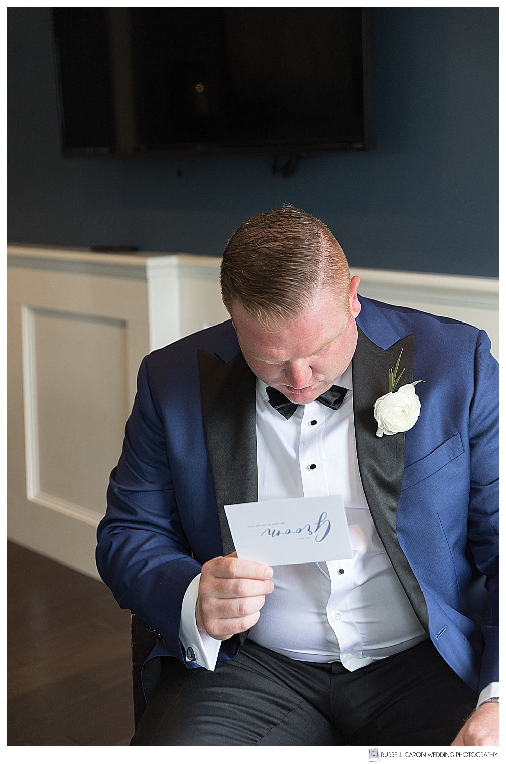 groom reading a card from the bride