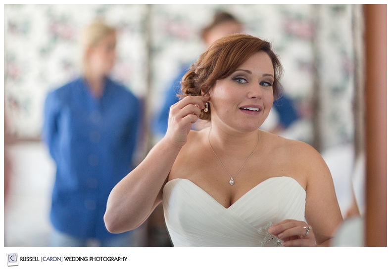 bride-putting-on-wedding-day-jewelry
