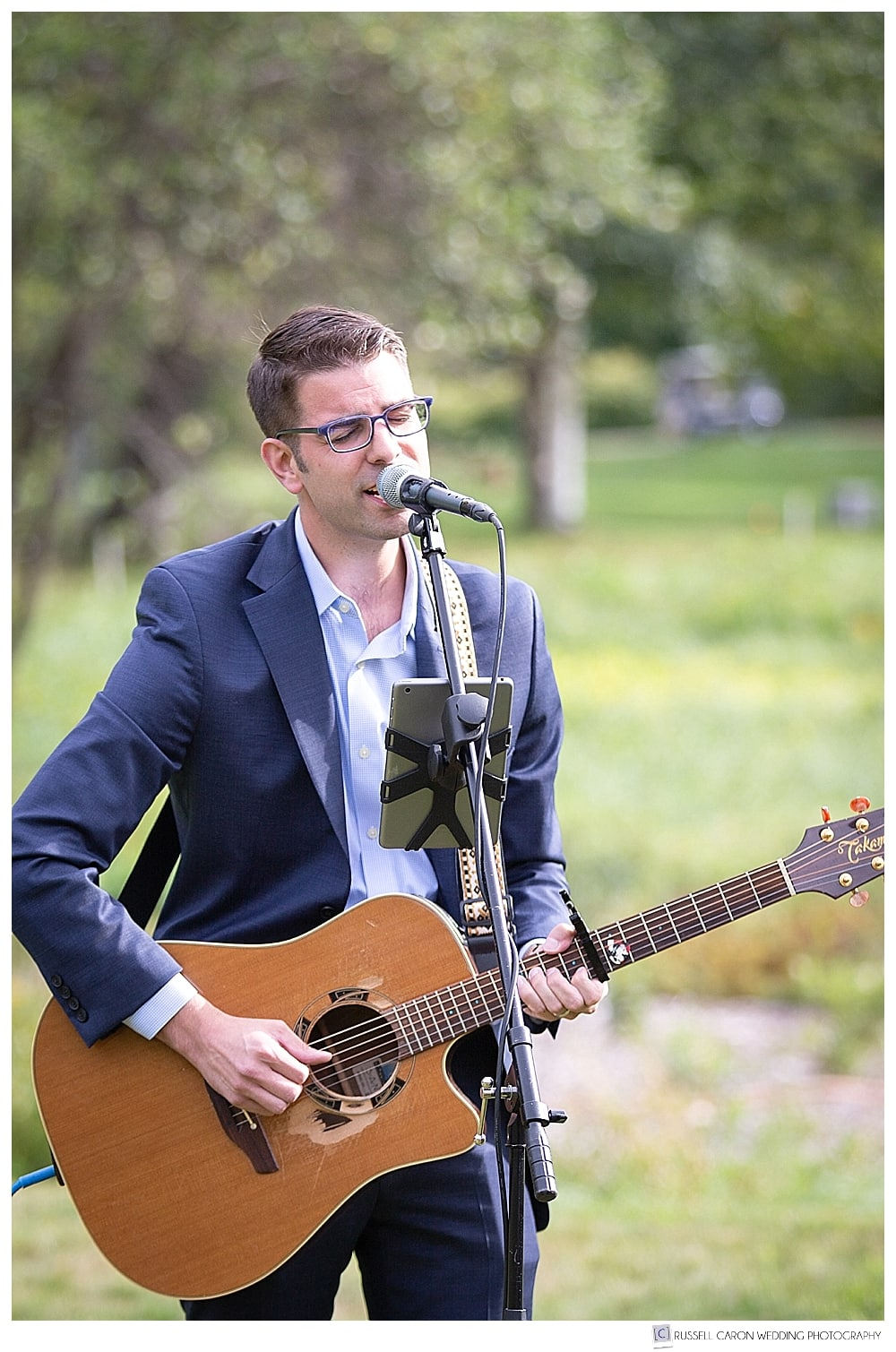 AJ Edwards singing at an outdoor wedding ceremony at the Thompson House Eatery in Jackson, NH