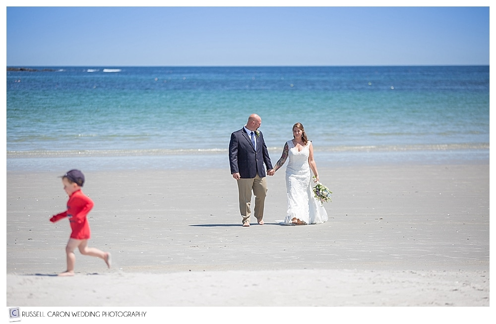 bride-and-groom-on-goose-rocks-beach-kennebunkport