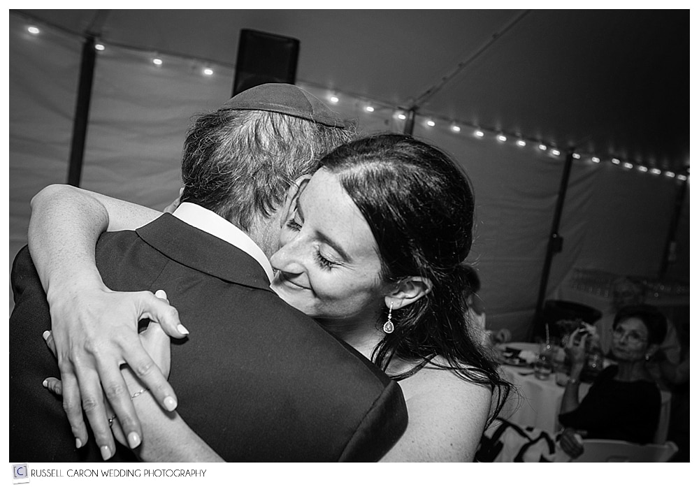 bride-hugs-her-father