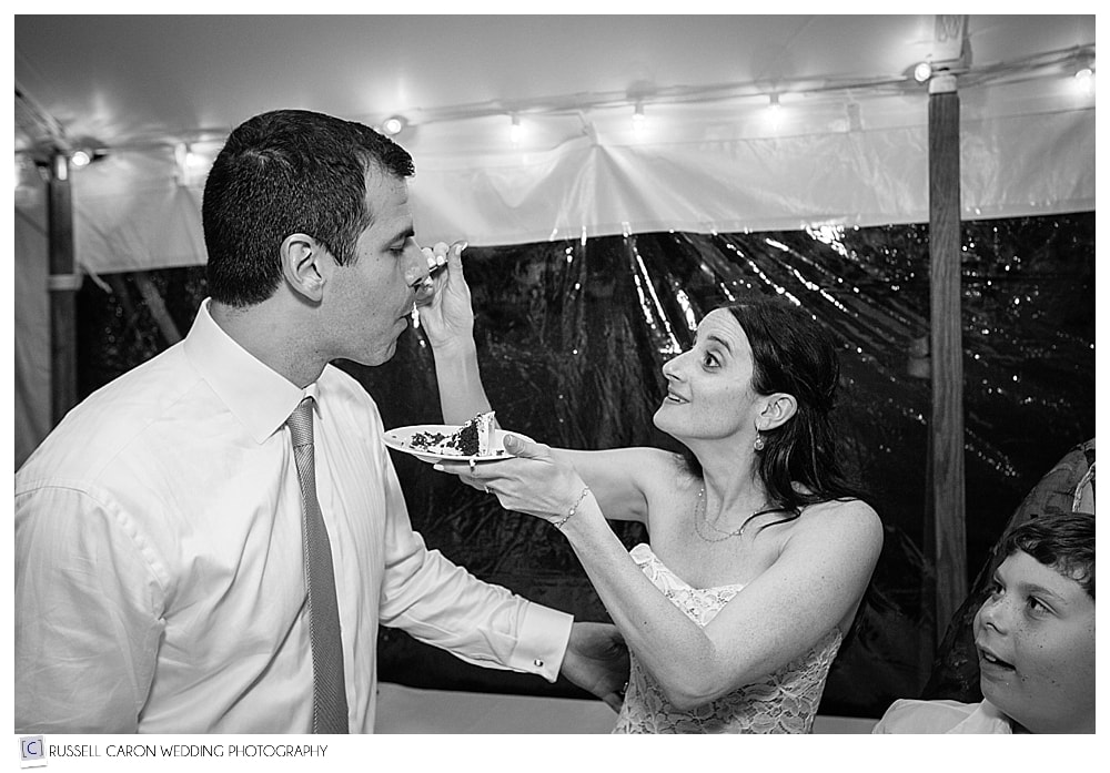 bride-feeds-the-groom-after-wedding-cake-cutting
