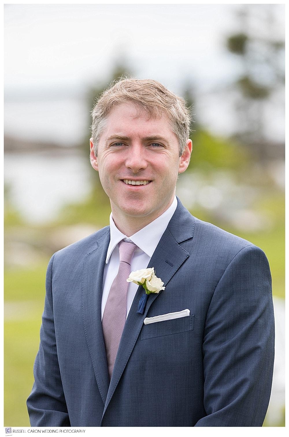 groom portrait of Rob