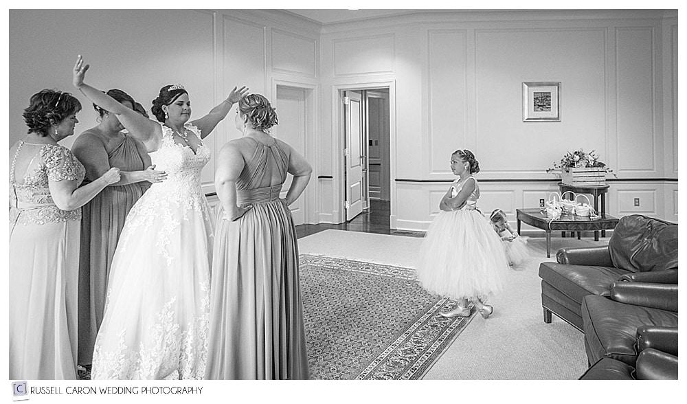 bridesmaids-helping-bride