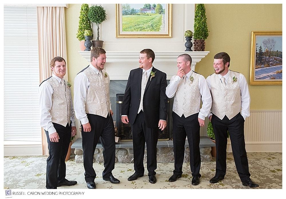 groom-with-groomsmen
