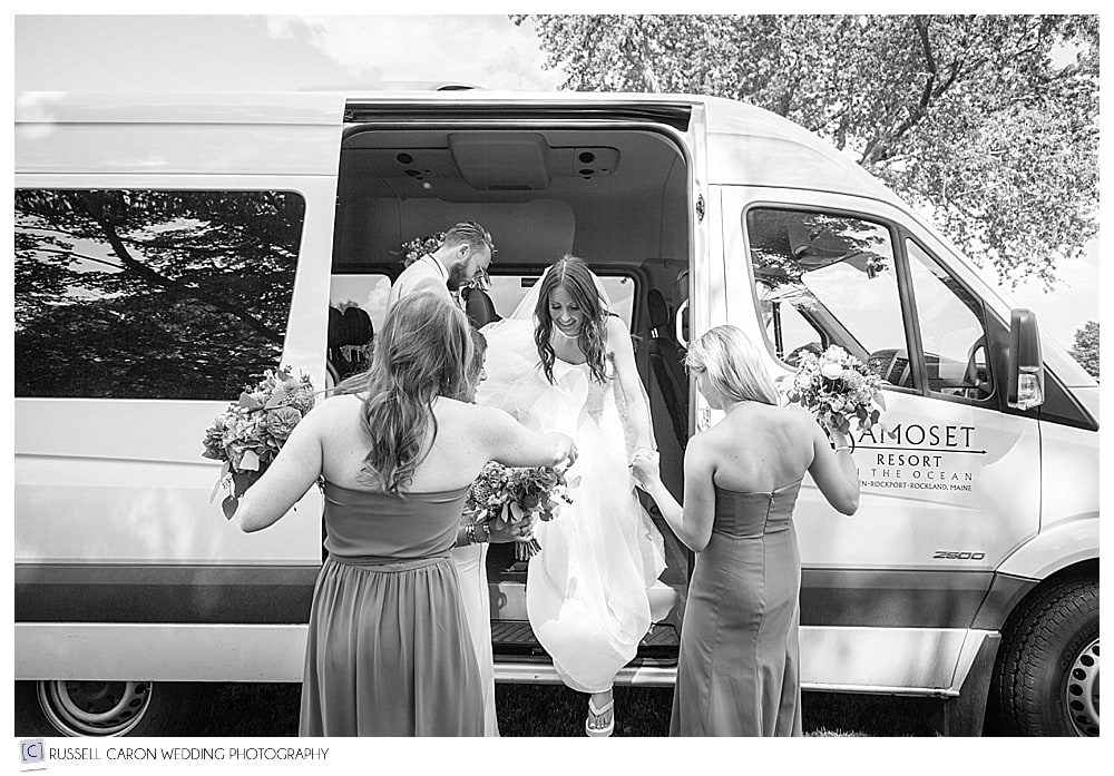 bride stepping out of bus