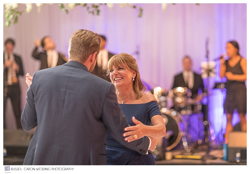 mother son dance on wedding day